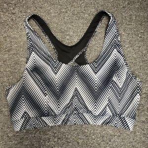 🌞 Gently used sports bra size L